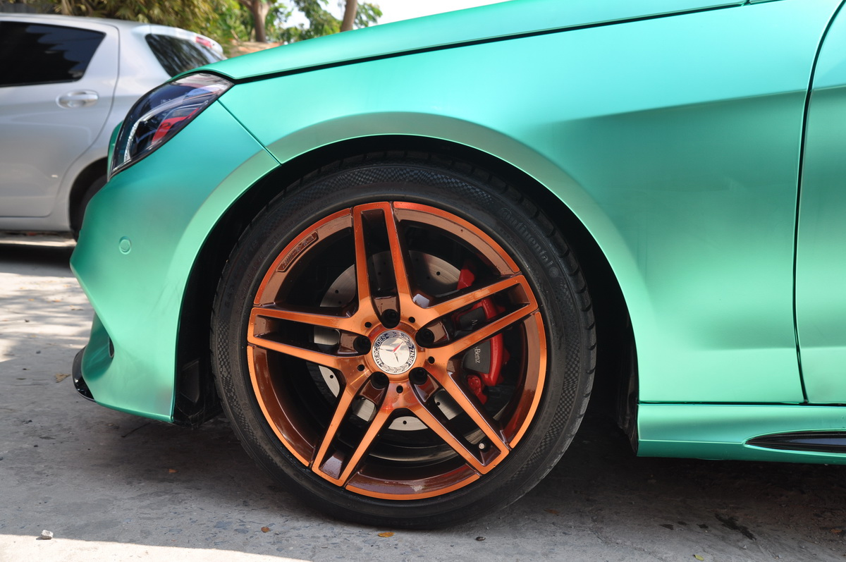 Mercedes E250 AMG đẹp hút hồn trên phố Sài Gòn với giá độ bình dân_7
