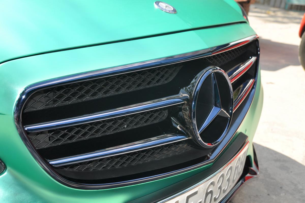 Mercedes E250 AMG đẹp hút hồn trên phố Sài Gòn với giá độ bình dân_5