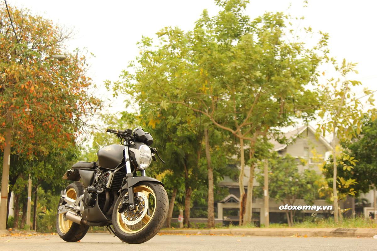 Honda Hornet 250 trở lại Sài Gòn hấp dẫn với kiểu độ Cafe Racer_1