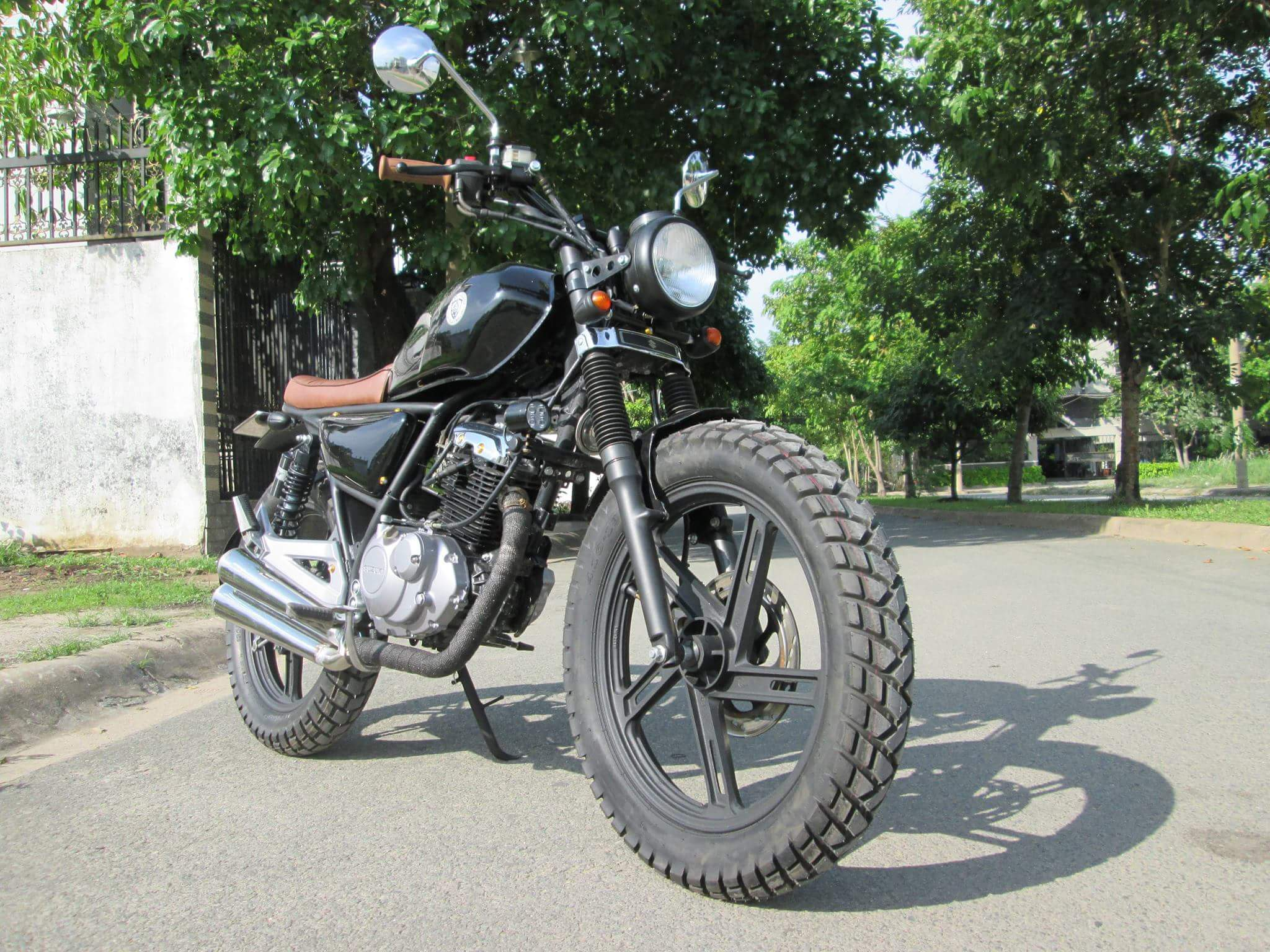 Thú vị nakedbike Suzuki EN 150 độ Tracker tại Sài Gòn_1