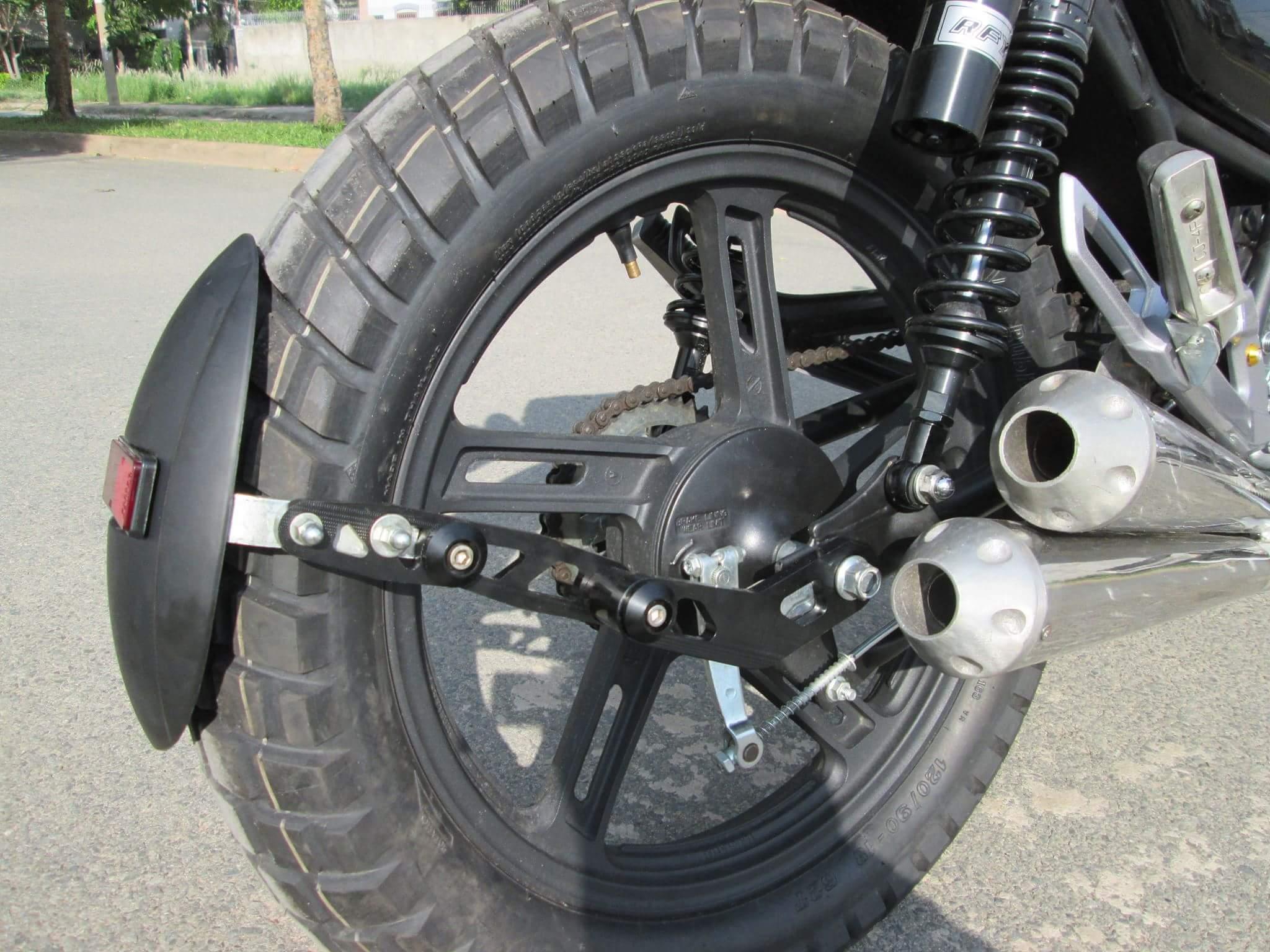Thú vị nakedbike Suzuki EN 150 độ Tracker tại Sài Gòn_10