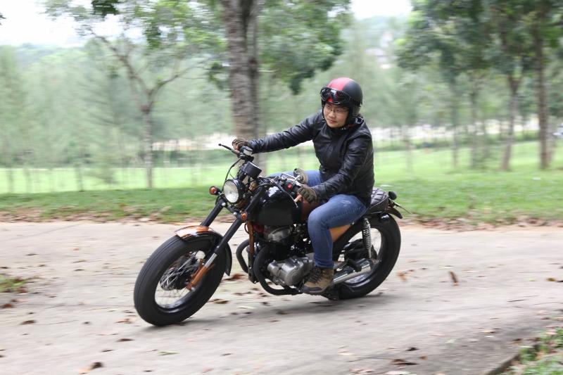 Biker nữ Bình Dương bộc lộ đam mê mô tô độ hiếm thấy_4