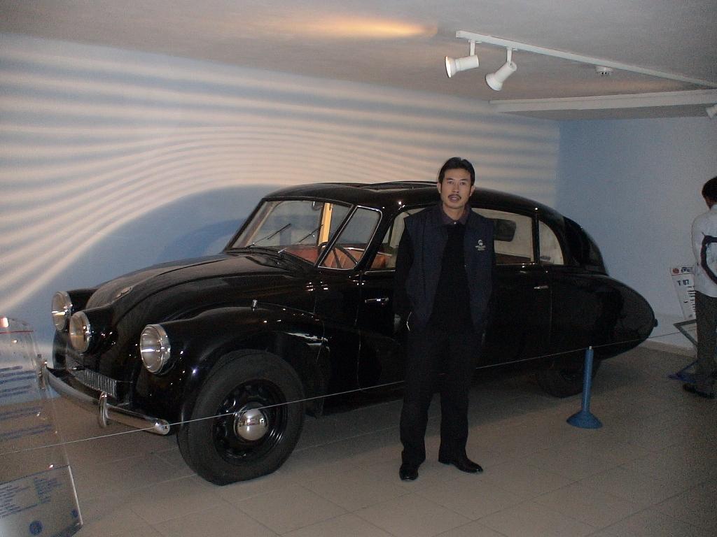 Ô tô cổ Tatra 3 đèn pha hàng độc tại TPHCM_11
