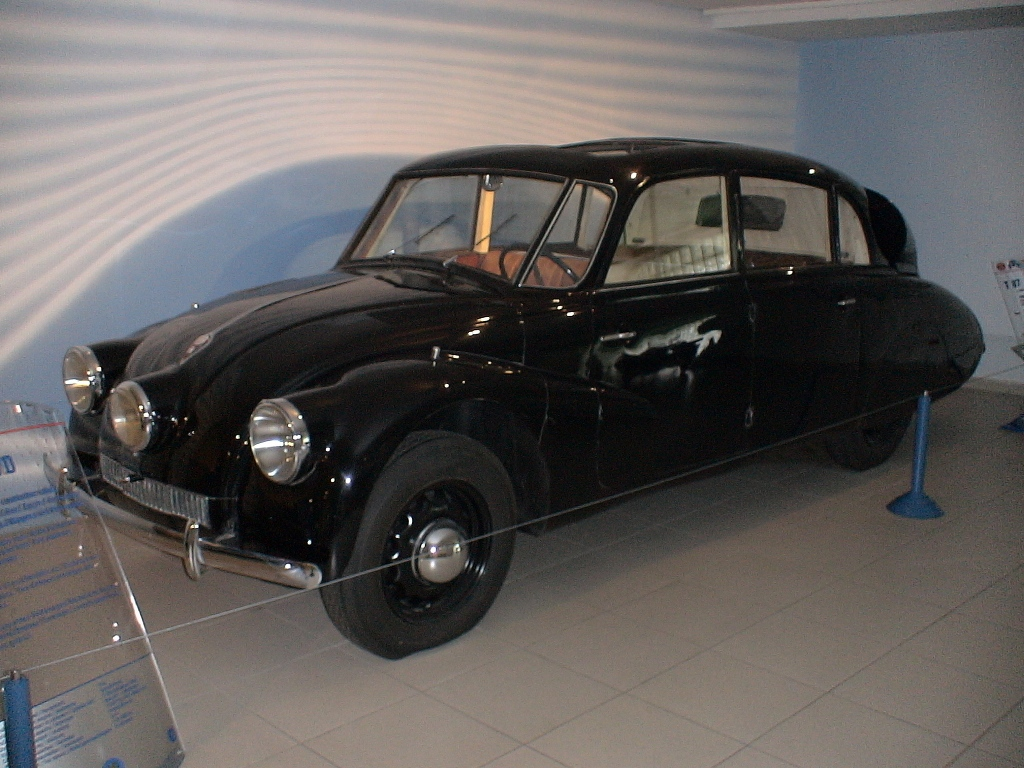 Ô tô cổ Tatra 3 đèn pha hàng độc tại TPHCM_8
