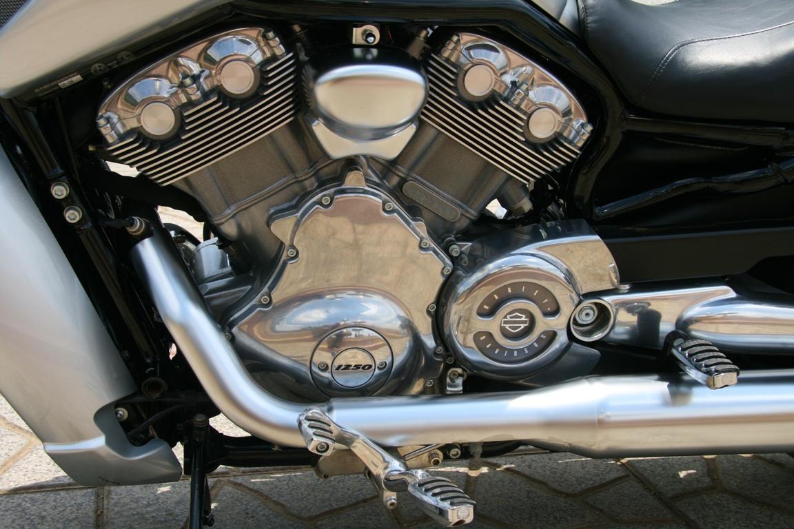 Cuối tuần cà phê chuẩn với môtô V-Rod_3