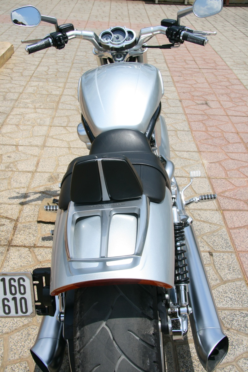 Cuối tuần cà phê chuẩn với môtô V-Rod_4