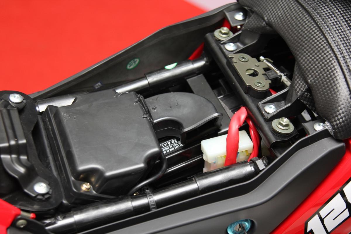 Honda MSX dè chừng Benelli TNT 125 giá 39,9 triệu đồng_11