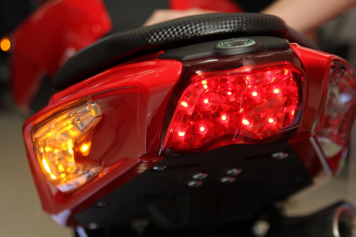 Honda MSX dè chừng Benelli TNT 125 giá 39,9 triệu đồng_9
