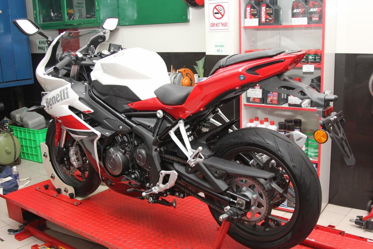 Benelli tung sportbike 302R rẻ hơn 50 triệu so với Yamaha R3_6