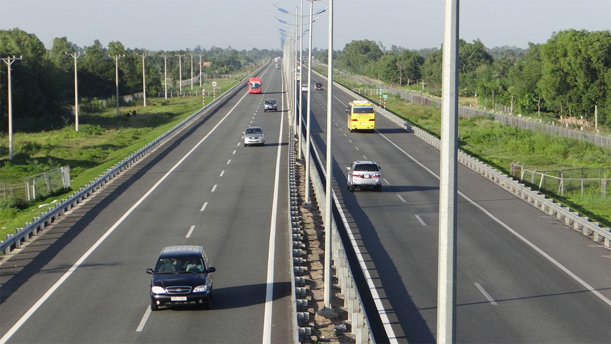 Cho phép xe máy được chạy trên cao tốc TP.HCM – Long Thành_2