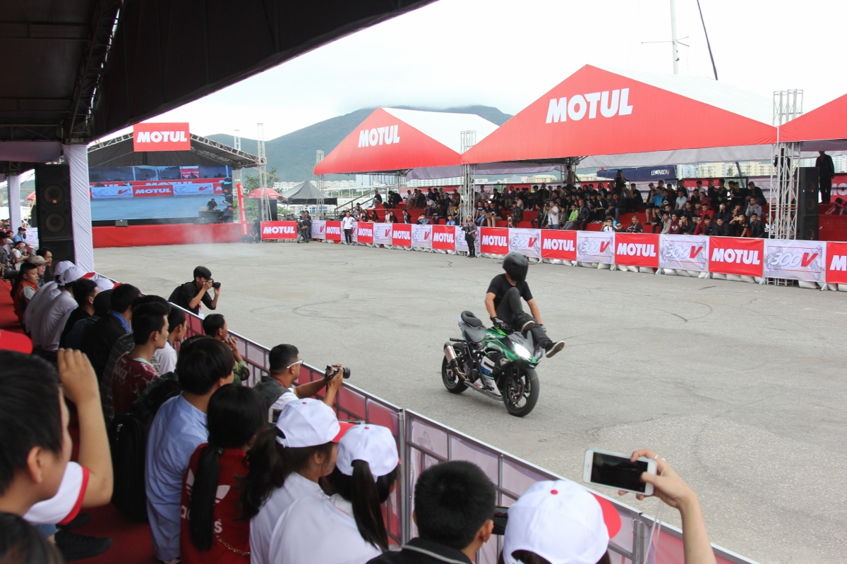 Motul Stunt Fest 2017 khai mạc thu hút fan Việt xem biểu diễn xe_11