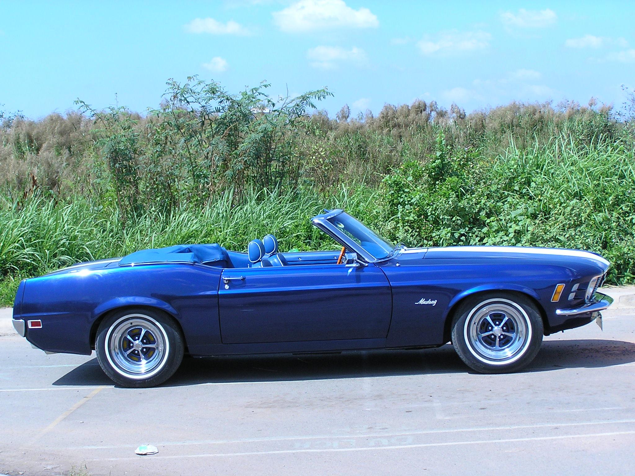 Khám phá xe cổ Ford Mustang 1970 tại Sài Gòn_2