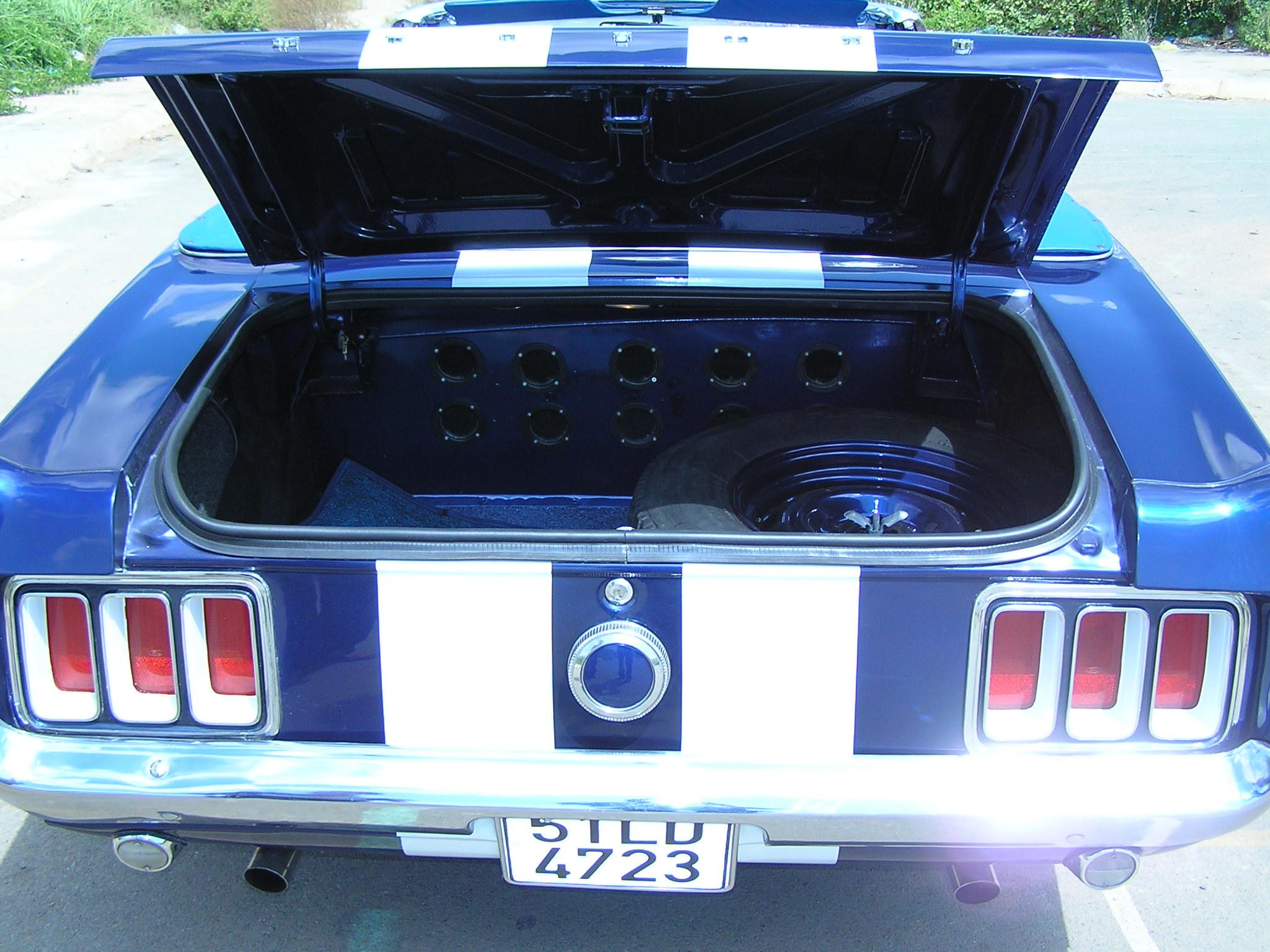 Khám phá xe cổ Ford Mustang 1970 tại Sài Gòn_5