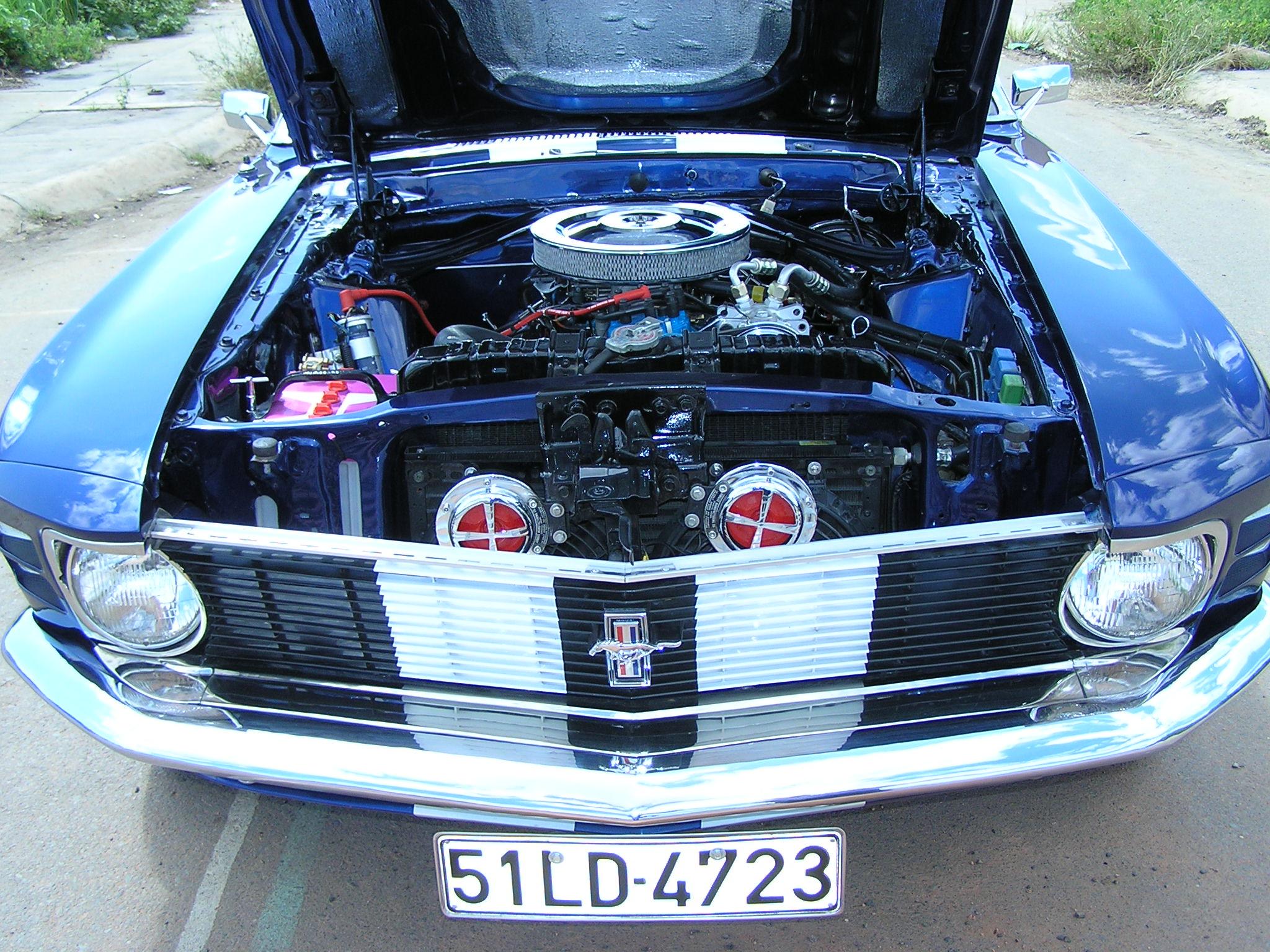 Khám phá xe cổ Ford Mustang 1970 tại Sài Gòn_3