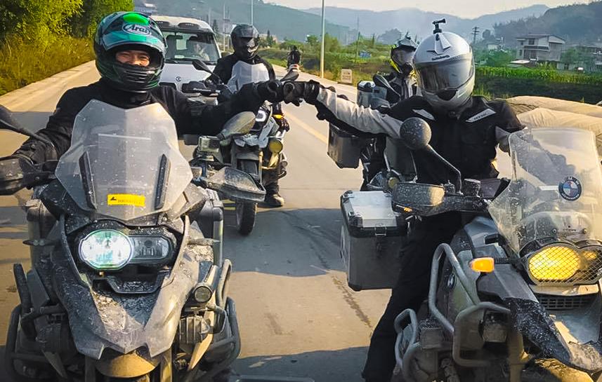 Doan-mo-to-Viet-doi-mat-thu-thach-4.000-met-tai-cao-nguyen-Shangri-La-anh-8