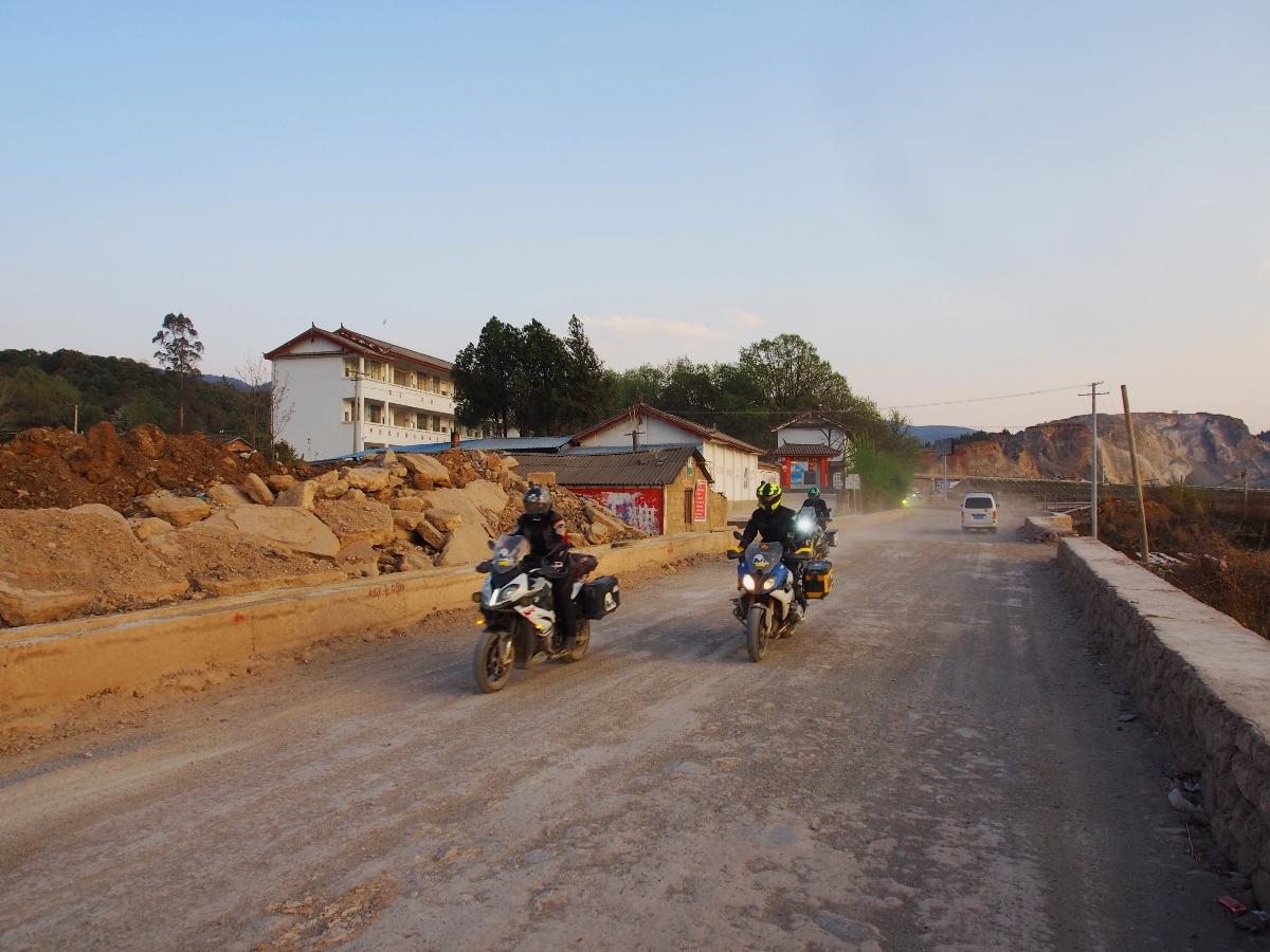 Doan-mo-to-Viet-doi-mat-thu-thach-4.000-met-tai-cao-nguyen-Shangri-La-anh-2