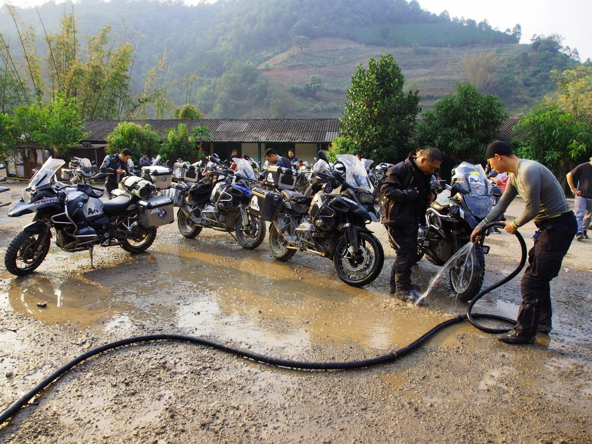 Doan-mo-to-Viet-doi-mat-thu-thach-4.000-met-tai-cao-nguyen-Shangri-La-anh-5