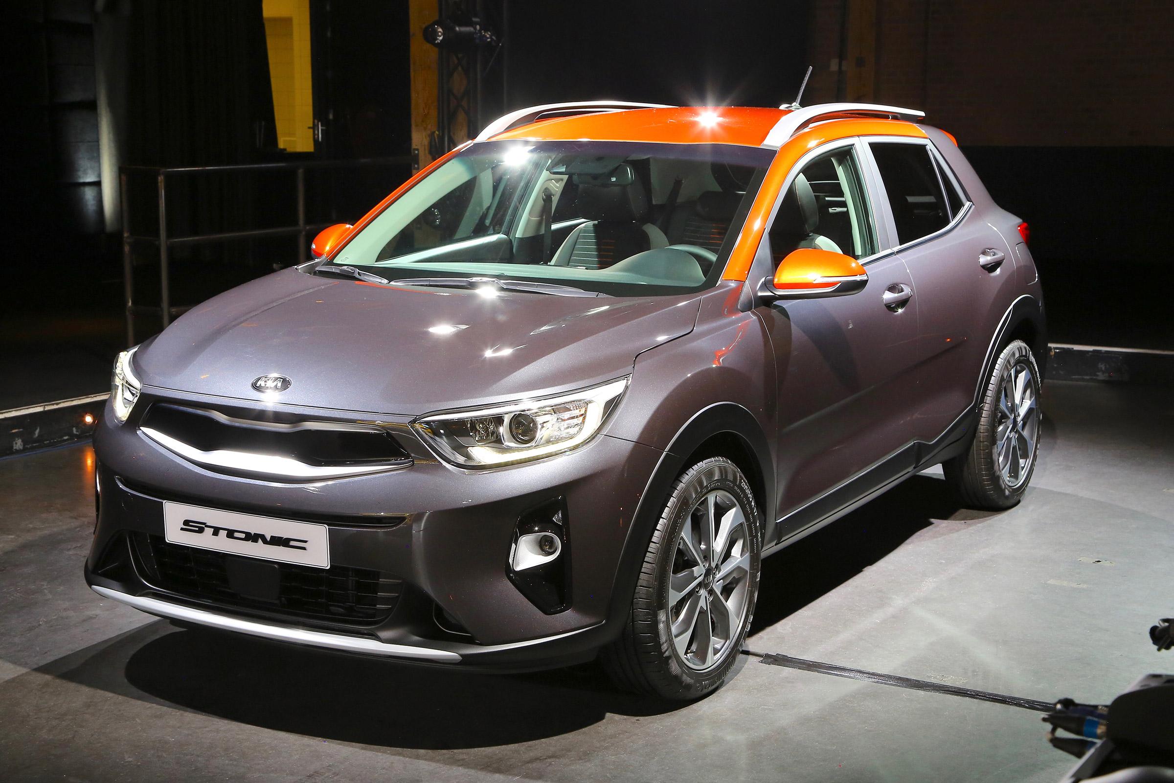 Ra-mat-hang-nong-SUV-Kia-Stonic-anh-1
