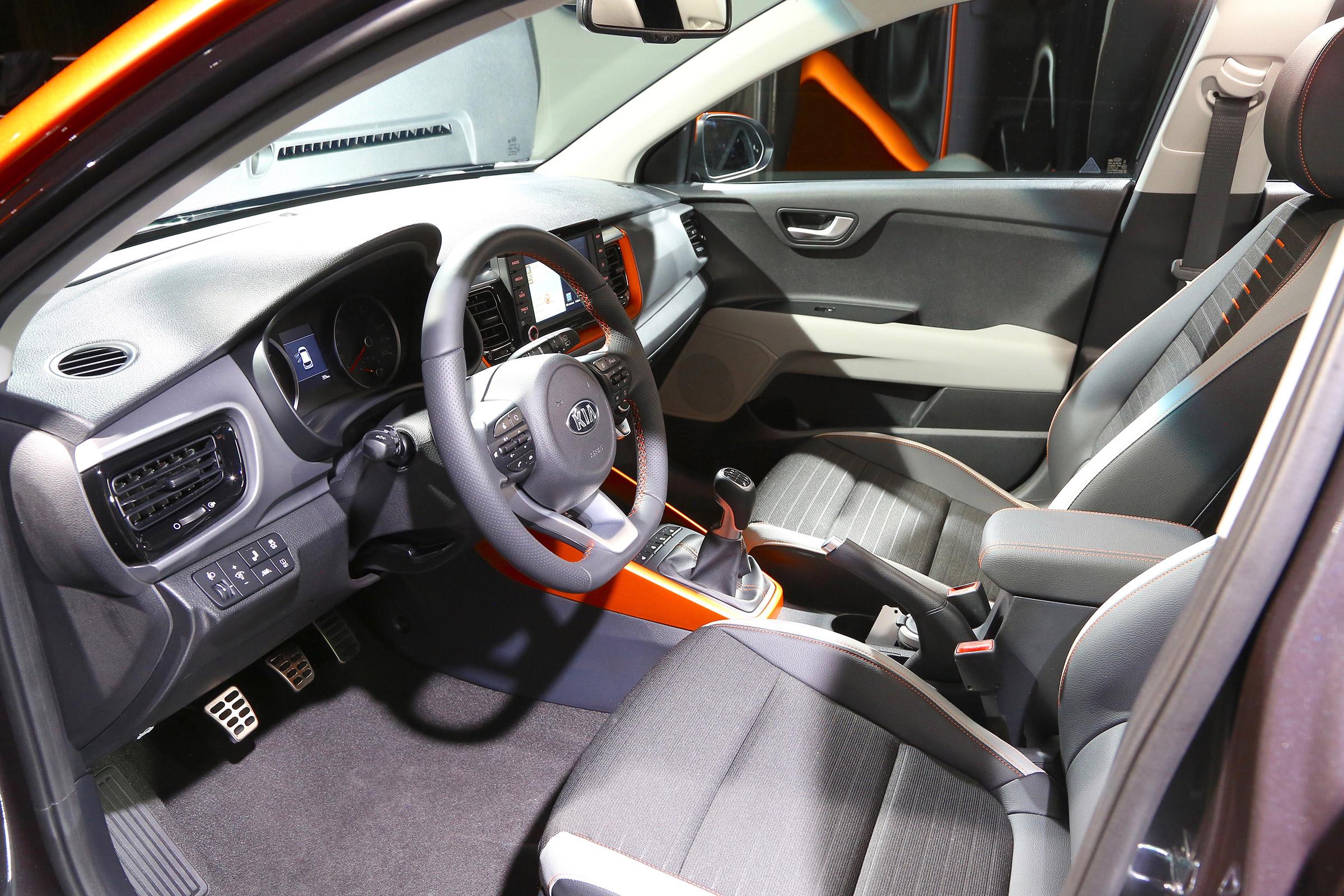 Ra-mat-hang-nong-SUV-Kia-Stonic-anh-13