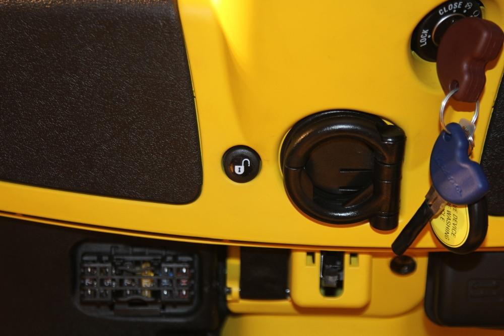 Can-canh-ve-dep-Vespa-GTS-Super-300-lan-at-Honda-SH-300i-anh-13