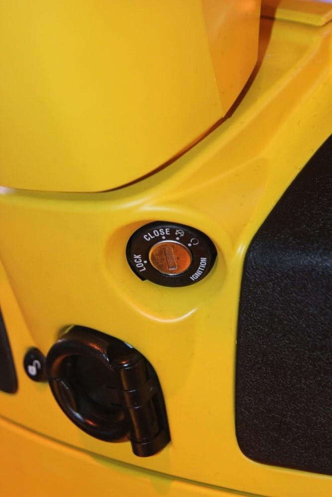 Can-canh-ve-dep-Vespa-GTS-Super-300-lan-at-Honda-SH-300i-anh-15