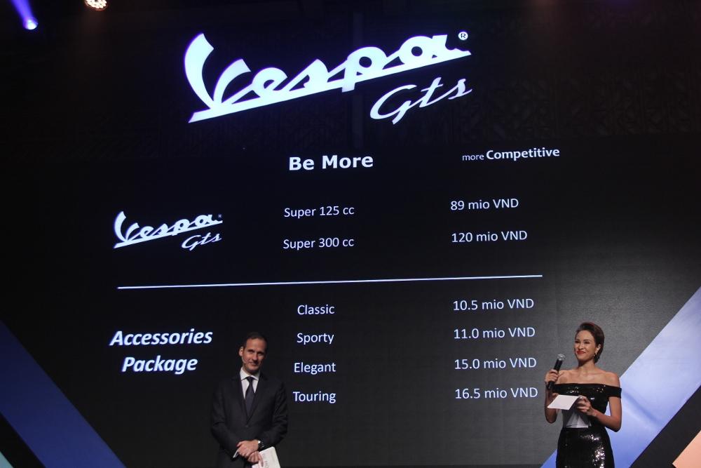 Can-canh-ve-dep-Vespa-GTS-Super-300-lan-at-Honda-SH-300i-anh-16