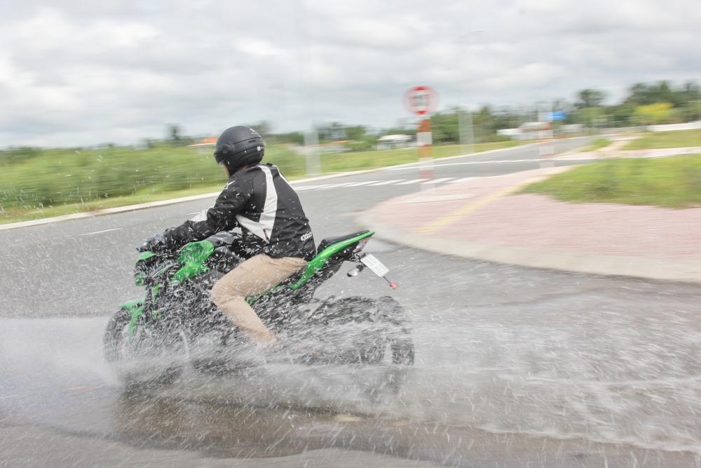 Kawasaki-Z900-2017-nakedbike-cong-nghe-xe-dua-voi-gia-hap-dan-anh-20