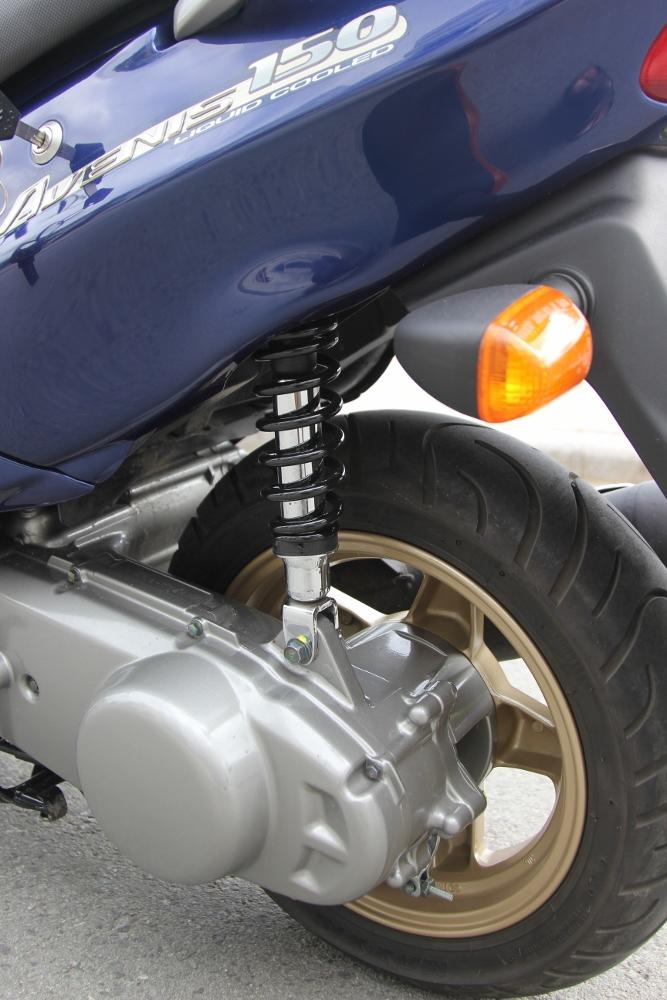 Suzuki-Avenis-goi-nho-niem-dam-me-xe-ga-manh-liet-anh-12