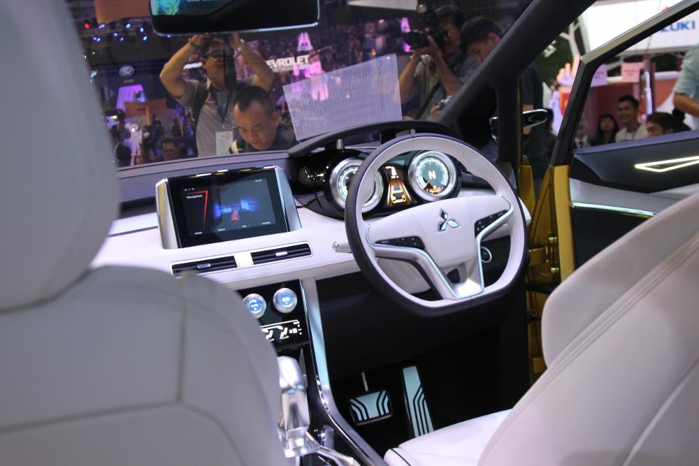 VMS-2017-Mitsubishi-XM-dap-tan-u-am-thi-truong-xe-MPV-nho-Viet-anh-6