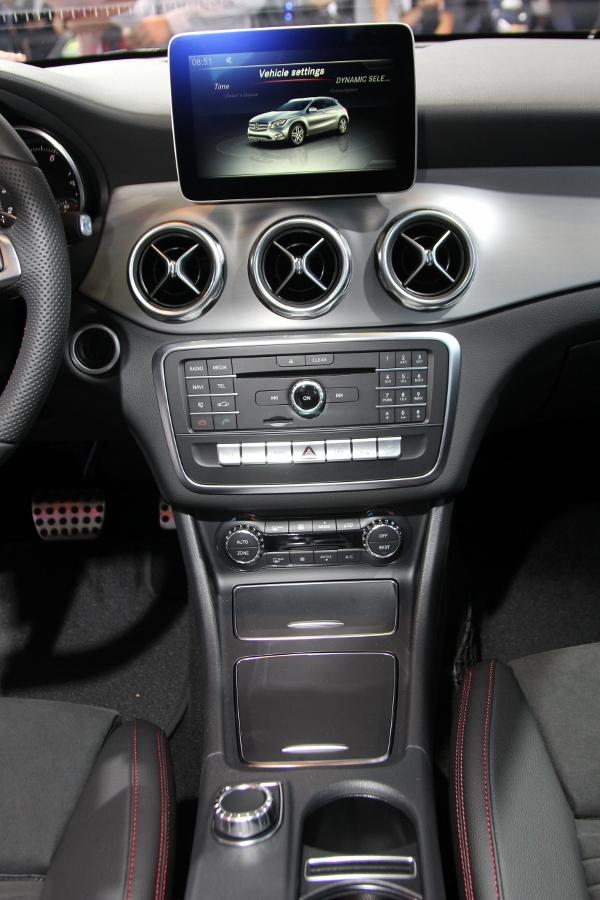 VMS-2017-Net-bat-ngo-tren-GLA-SUV-hang-nhap-gia-re-nhat-cua-Mercedes-Benz-anh-6