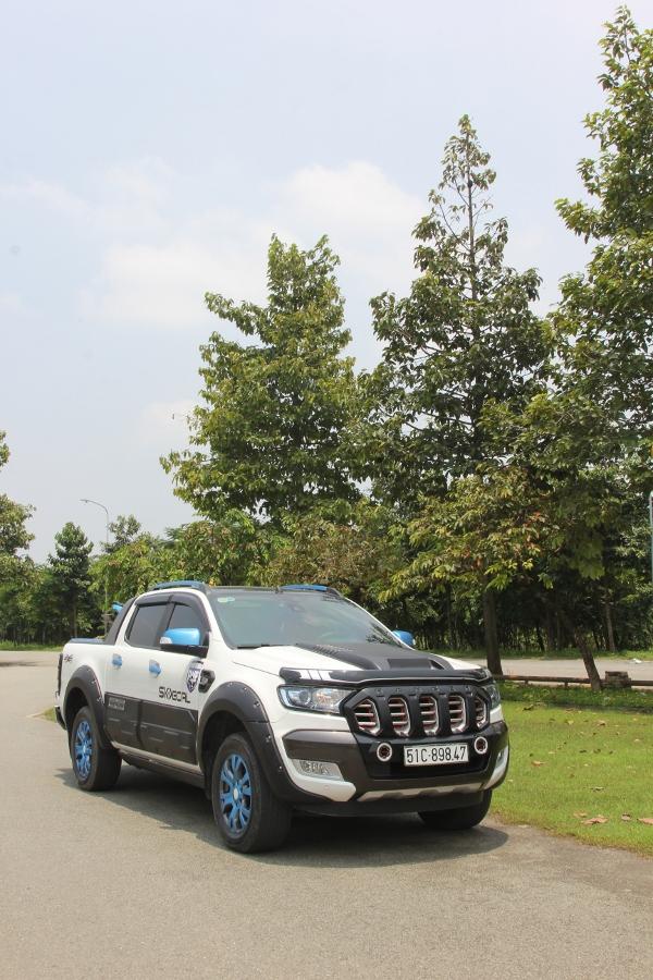 Ford-Ranger-do-phong-cach-cam-trai-mat-mat-tai-Sai-Gon-anh-8