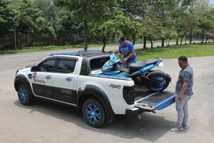 Ford-Ranger-do-phong-cach-cam-trai-mat-mat-tai-Sai-Gon-anh-16