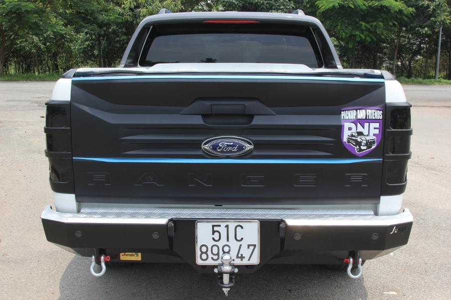Ford-Ranger-do-phong-cach-cam-trai-mat-mat-tai-Sai-Gon-anh-11