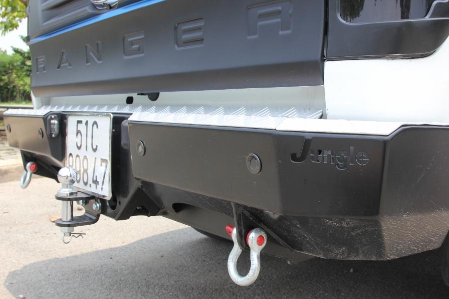 Ford-Ranger-do-phong-cach-cam-trai-mat-mat-tai-Sai-Gon-anh-12