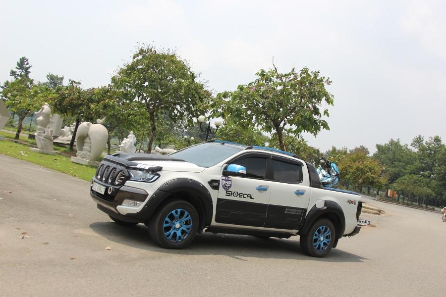 Ford-Ranger-do-phong-cach-cam-trai-mat-mat-tai-Sai-Gon-anh-14