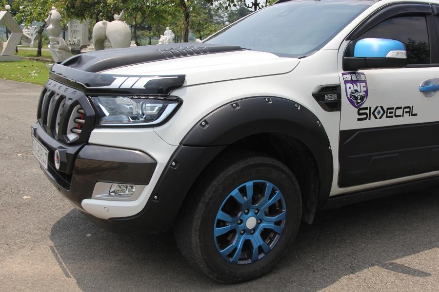 Ford-Ranger-do-phong-cach-cam-trai-mat-mat-tai-Sai-Gon-anh-7
