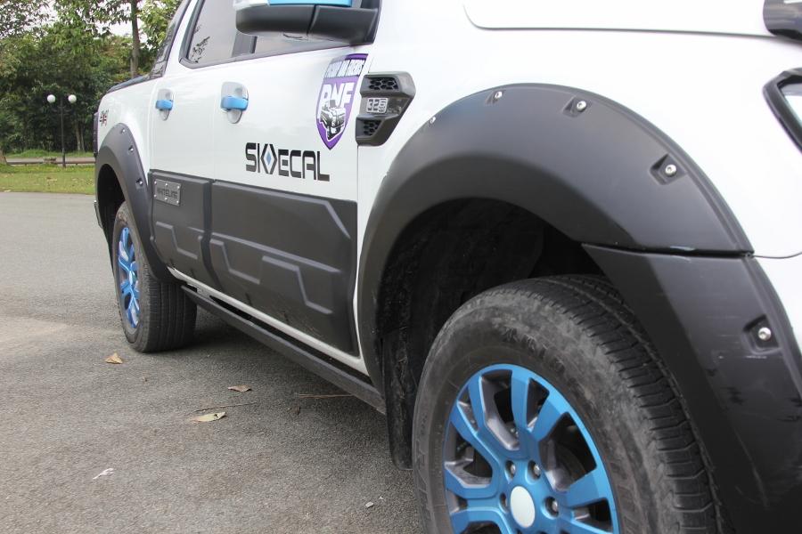 Ford-Ranger-do-phong-cach-cam-trai-mat-mat-tai-Sai-Gon-anh-9