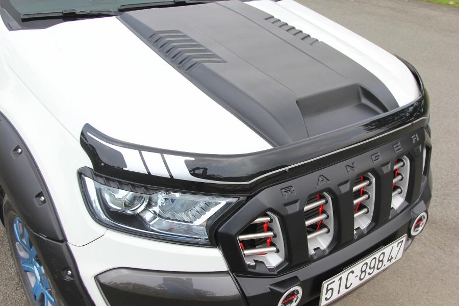 Ford-Ranger-do-phong-cach-cam-trai-mat-mat-tai-Sai-Gon-anh-4