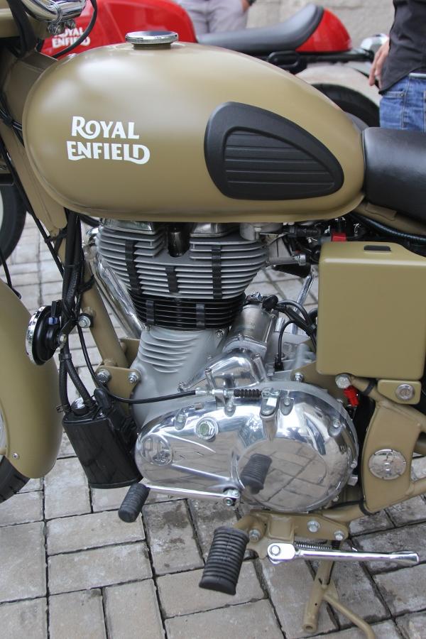 Royal-Enfield-mo-to-Anh-Quoc-gia-120-trieu-tai-Sai-Gon-anh-2