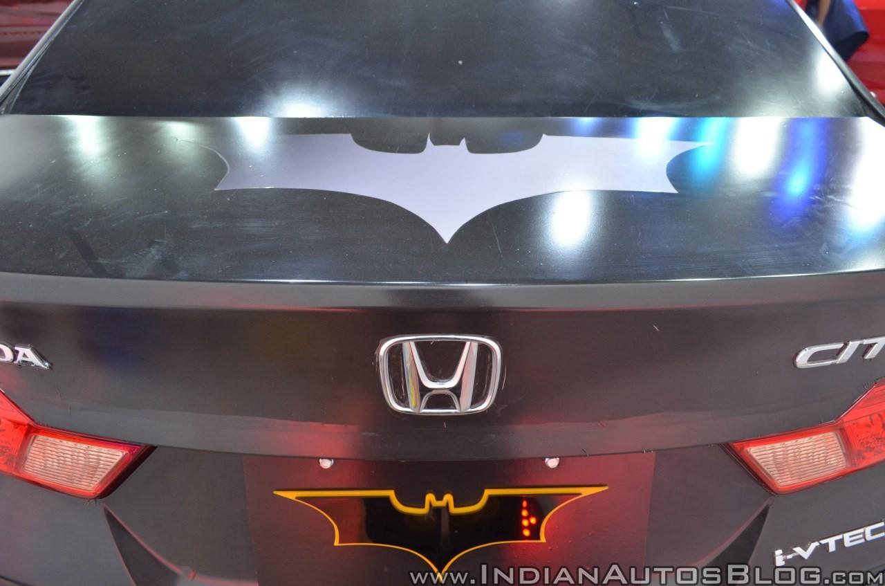 Sedan-Honda-City-do-phong-cach-Batman-anh-6