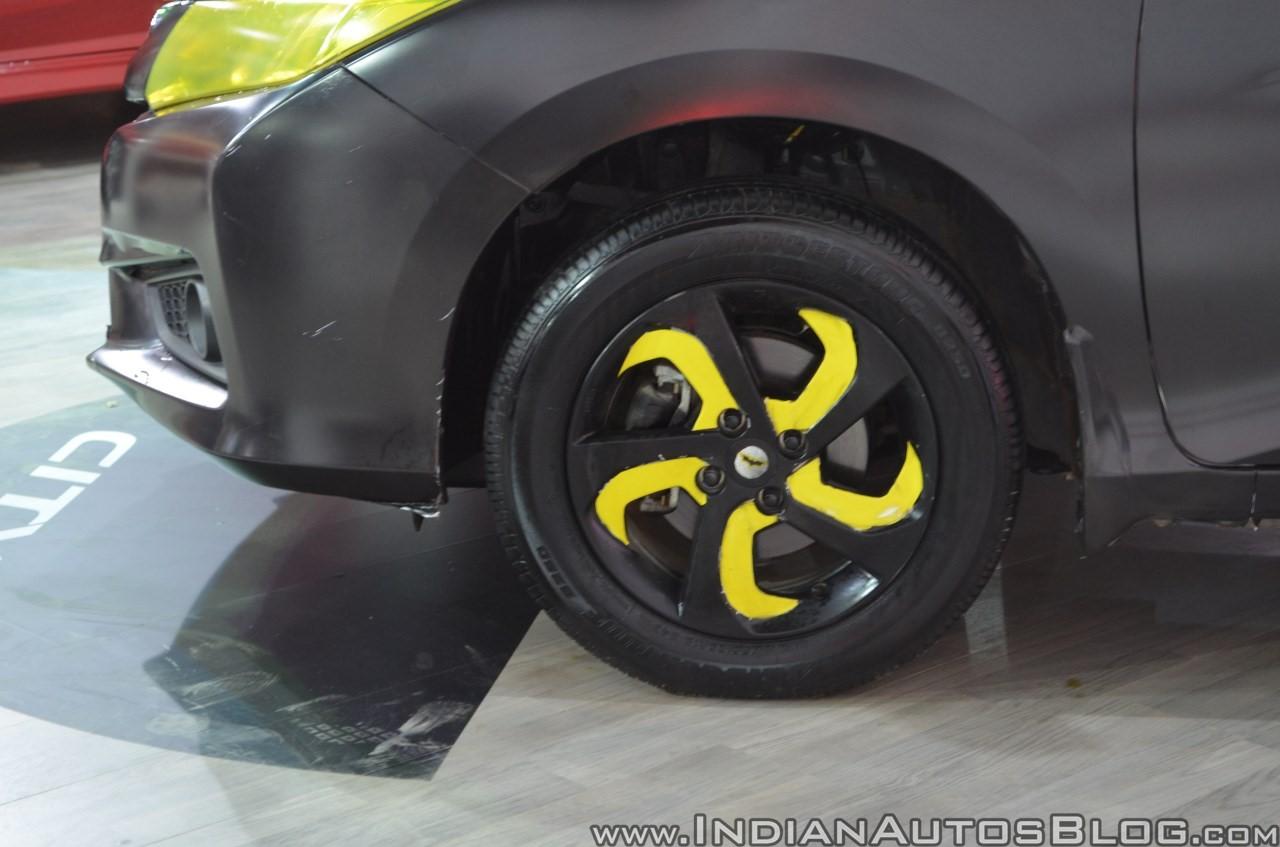 Sedan-Honda-City-do-phong-cach-Batman-anh-4
