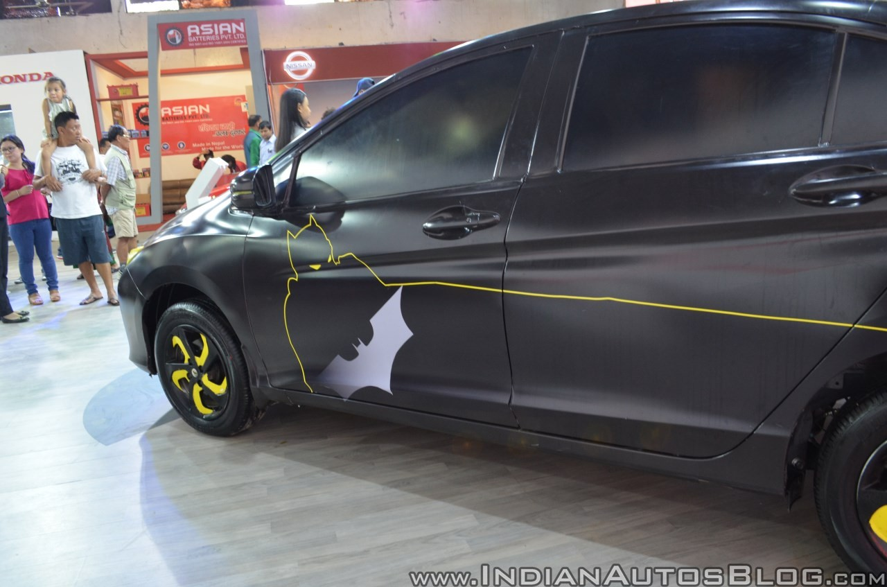 Sedan-Honda-City-do-phong-cach-Batman-anh-5