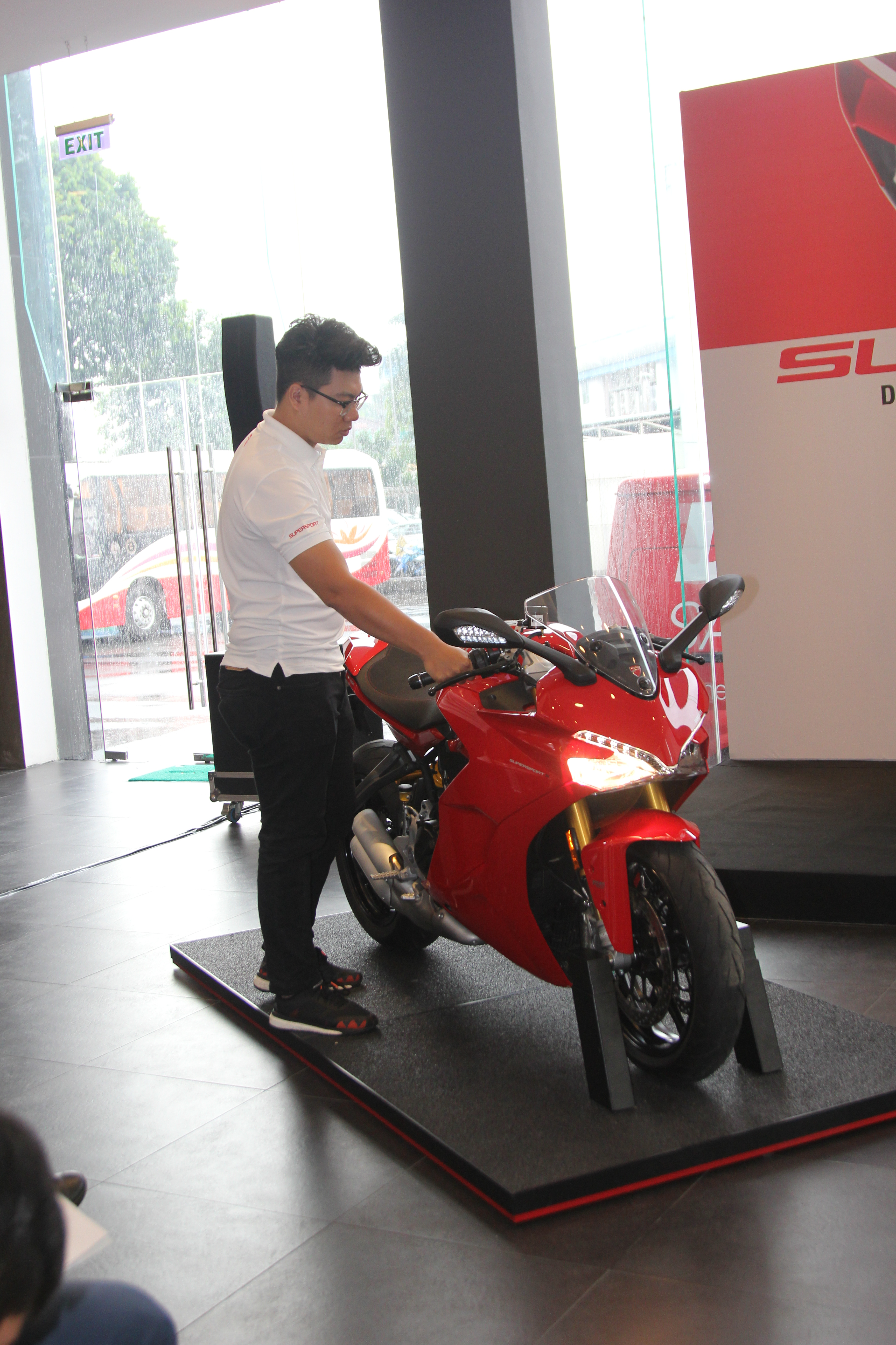 Ducati-SuperSport-gia-tu-514-trieu-dong-anh-6