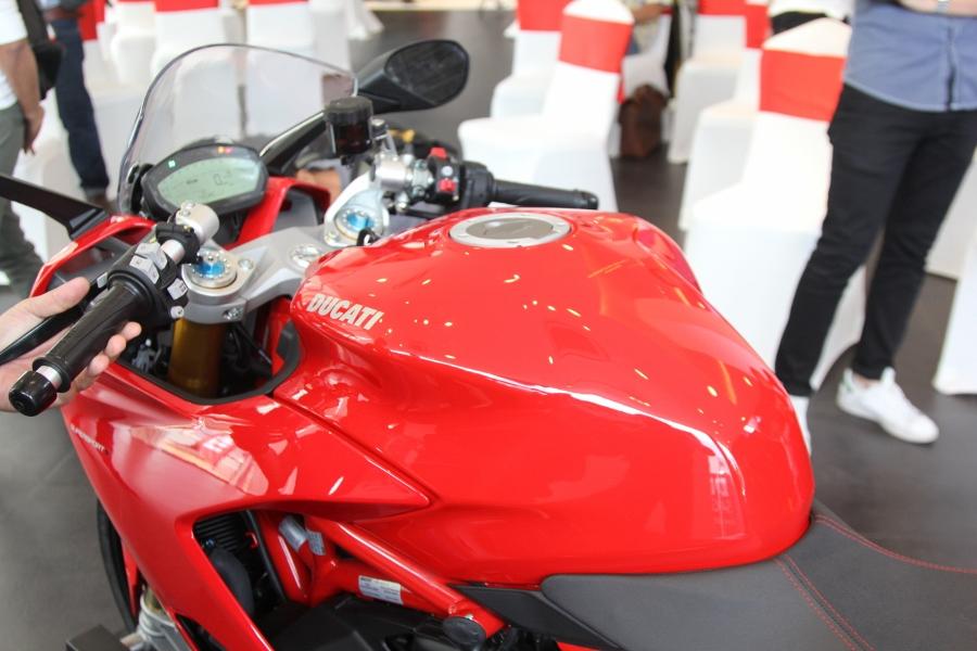 Ducati-SuperSport-S-2017-gia-571-trieu-co-trang-bi-gi-anh-21
