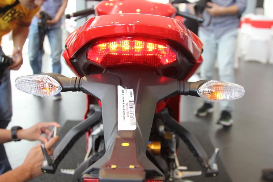Ducati-SuperSport-S-2017-gia-571-trieu-co-trang-bi-gi-anh-17
