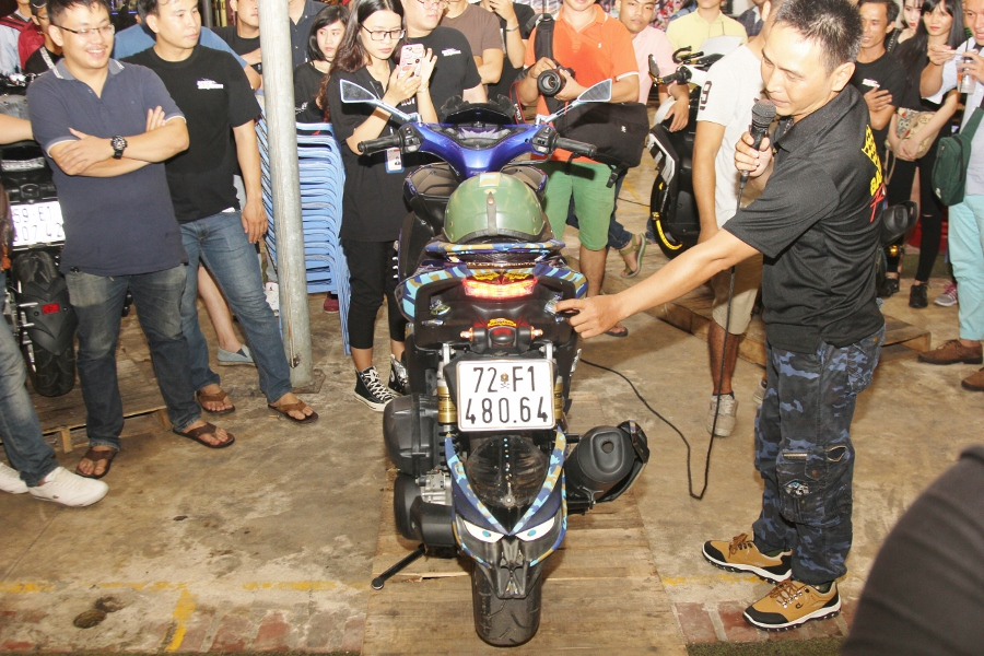 Hoi-Yamaha-NVX-tu-tap-khoe-xe-cuc-doc-anh-1
