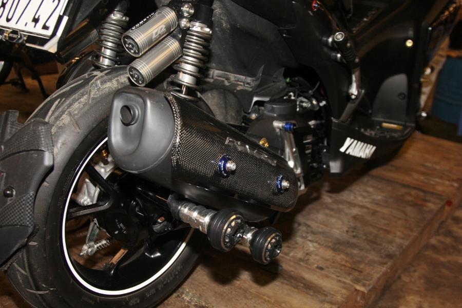 Hoi-Yamaha-NVX-tu-tap-khoe-xe-cuc-doc-anh-10