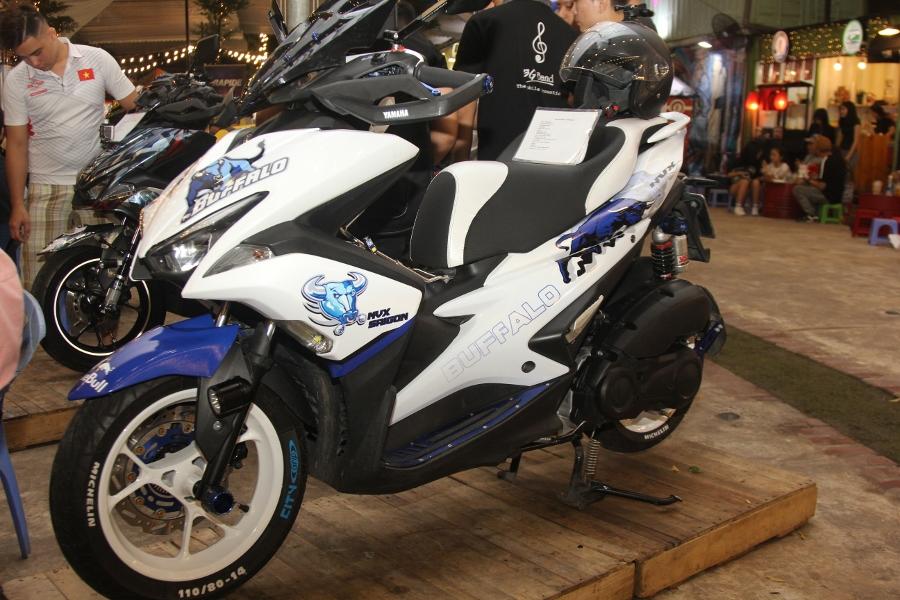 Hoi-Yamaha-NVX-tu-tap-khoe-xe-cuc-doc-anh-11