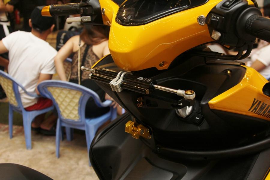 Hoi-Yamaha-NVX-tu-tap-khoe-xe-cuc-doc-anh-2