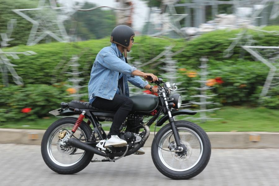 Suzuki-GN125-len-doi-Tracker-nha-binh-anh-2
